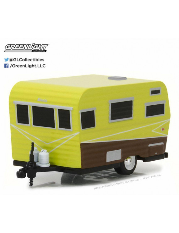 1958 Siesta Travel Trailer, Yellow w/ Brown - Greenlight 34030A - 1/64 Scale Diecast Model Toy Car
