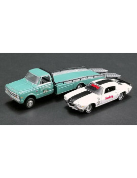 ACME 1:64 HOLLEY SPEED SHOP - 1967 CHEVROLET RAMP TRUCK WITH 1971 CHEVROLET CAMARO Z/28 (GREEN, WHITE) 51247