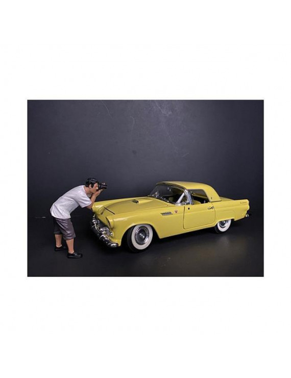 American Diorama 38212 Weekend Car Show Figurine IV for 1 by 18 Scale Models